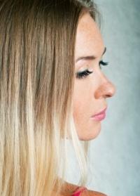 Пересадка волос на бороду осуществляется методом FUE (Follicular Units Extraction) Миноксидил и борода: радужные